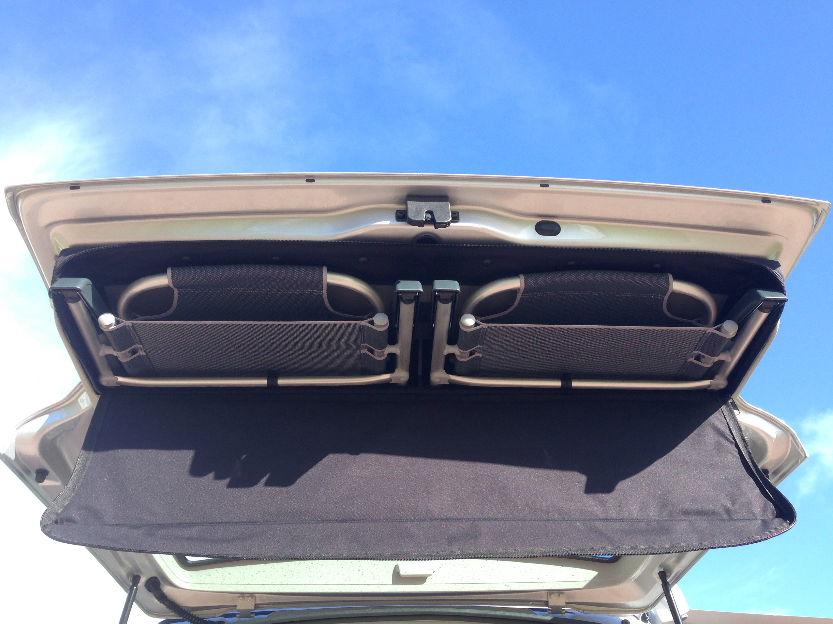 ... Picnic Chairs In Tailgate Of VW California T6 ...